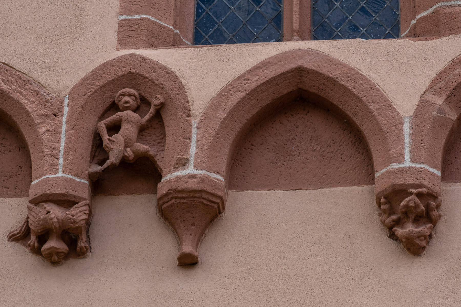 Fries an der Stadtkirche (Foto: Reiner Gruhle)