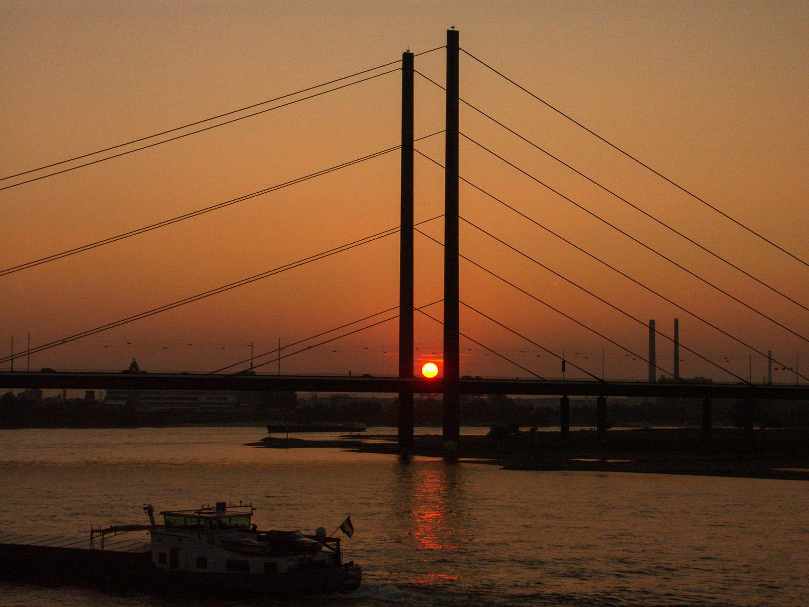 Oberkasseler Brücke (Foto: Reiner Gruhle)