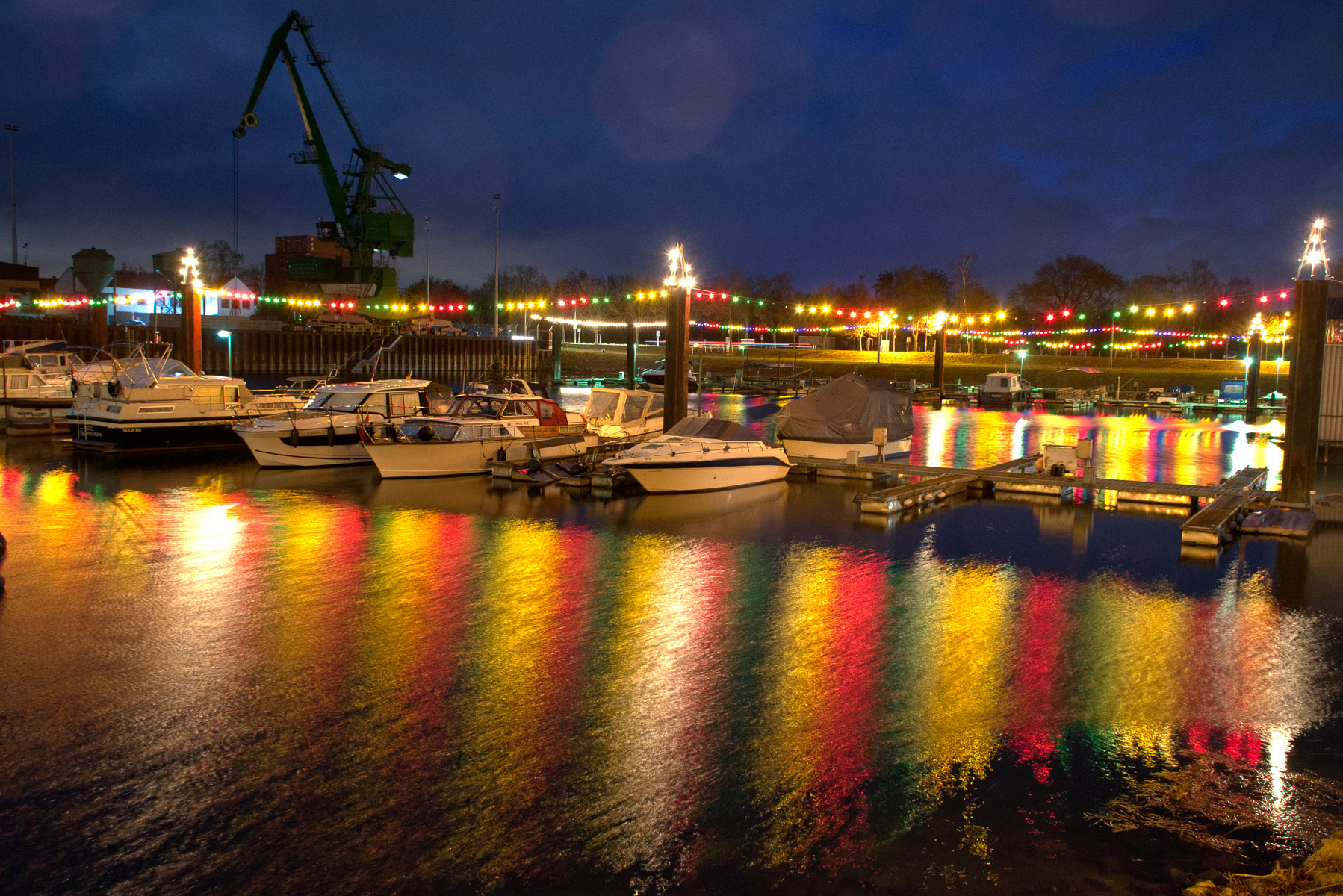 Hafenlichter Gernsheim (Foto: Peter Stollenmayer)